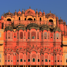 Alleen in Jaipur, 'the pink city'